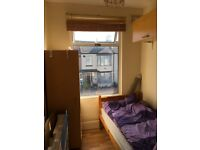 Spacious single room to rent for a professional including bills