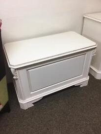 Amore blanket box * free furniture delivery*