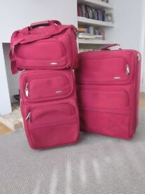 Three- piece luggage set in sexy red !