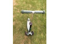 Green micro scooter VGC