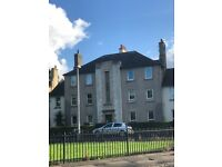 Bright one bedroom top floor flat for rent - Loganlea Avenue
