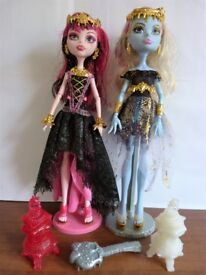 Draculaura and Abbey 13 Wishes Monster High doll bundle with stand, brush and accessories.