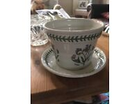 Ceramic decorative plant pot with matching plate
