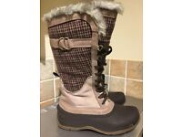 North Face Womens Shellista lace luxe knee high outdoor boots. Amazing condition