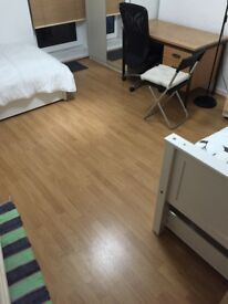 BIG Size Double Bedroom In a Very nice Flat-Share close to Bus Stop and Shops 1 min. Must SeE
