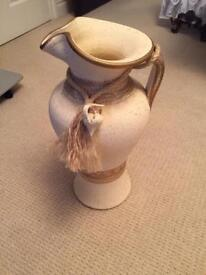 Jug vase in cream and gold