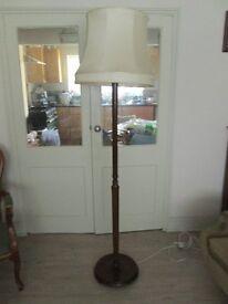 1940/50 Wooden 6' Standeard Lamp