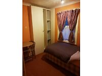 single furnished room to let in freindly family home in bedford