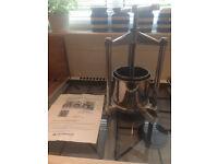 Small stainless steel/aluminiun fruit press, 1.3 litre