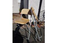 2 folding bar stools
