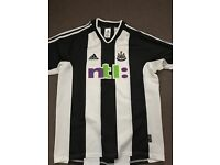 Newcastle United Home Shirt (Medium)