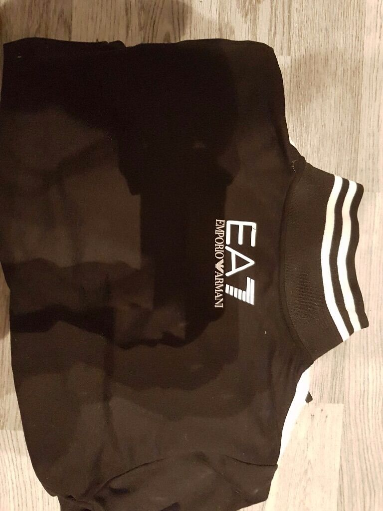 Tracksuit armani woman size sin Clydebank, West DunbartonshireGumtree - Tracksuit womans Armani used bat very good condition size S . Very good material colour black