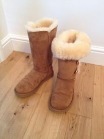 Bailey Button Triplet II Ugg Boots - Colour: Chestnut - Size 4.5 - Excellent condition