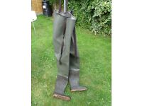 Chest waders size 9 no leaks bargain 15 quid.