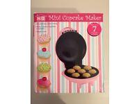 Mini Cupcake Maker (Makes 7 cupcakes)