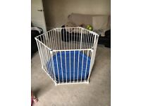 Lindam safe and secure white playpen