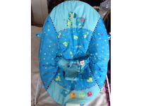 Baby bouncer which plays melodies and vibrates