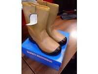 FUR LINED RIGGER BOOTS - BRAND NEW NEVER BEEN WORN - SAFETY TOE AND MIDSLE