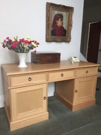 Modern solid oak kneehole desk. High quality piece in very good condition