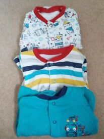 3 up to 1 month (9lb) sleepsuits