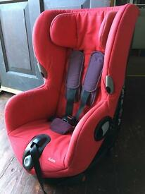 Maxi Cosi Axiss swivel car seat in red