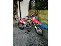 Honda CRF250 2016 gieco edition. Almost new. Top spec