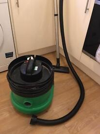 Henry style hoover