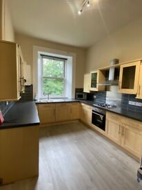 4 Bedroom newly refurbished, furnished flat. Newly decorated and sanded floors throughout.