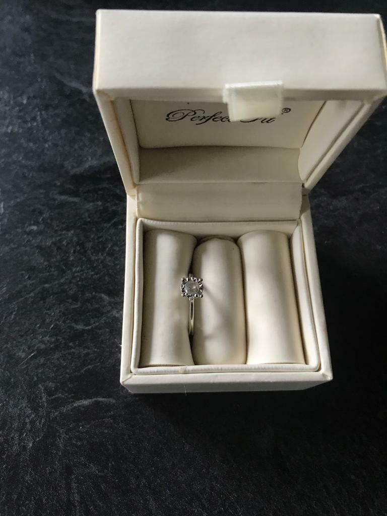 H Samuel 1/3ct diamond engagement ring size L white goldin Wallsend, Tyne and WearGumtree - Engagement ring bought from h Samuel size L1/3 ct white gold Worn intermittently for two yearsStill have the receiptAny questions get in touch!
