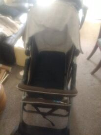 Hauck Winnie the Pooh Stroller and group 0+ car seat. Nearly new. £85