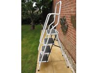 4 Step Ladder With Safety Handrail
