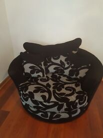 Large cuddle chair like new £50 must pick up dalgety bay