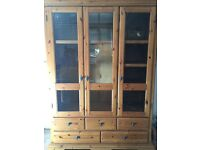 BEAUTIFUL SOLID TRIPLE WARDROBE + TALL CHEST OF DRAWERS +2 X BEDSIDE TABLES