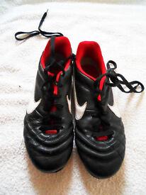 NIKE football boots size UK 3.5