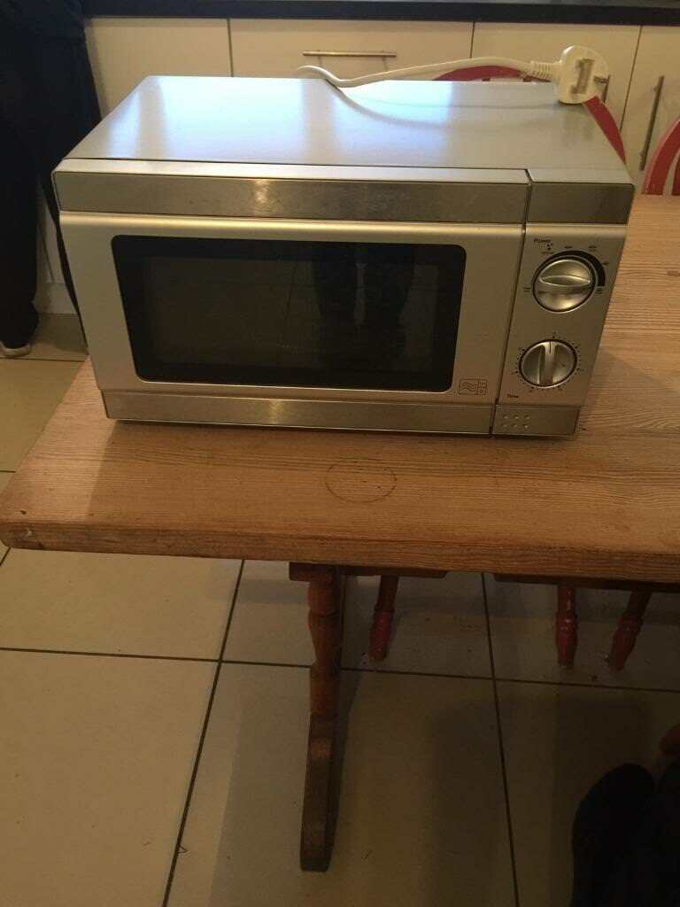 SMALL MICROWAVE OVEN EX CON AND FULL WORKING ORDER £15