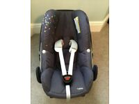 Maxi cosi pebble with an easy fix and accessories