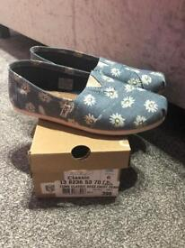 Women's Toms UK 4