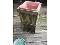 TALL WOODEN GARDEN PLANTER WITH PLASTIC TUB