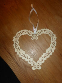 (LOT H) of decorative Hearts, available as a job lot or separate