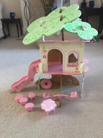 Rosebud Tree House