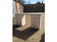 Solid dressing table