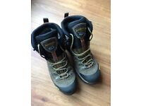 Men's walking boots - Asolo Fugitive GTX. Size 8.5. As new.