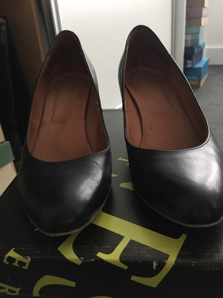 c3c78bca81fb 2 Pairs Ladies Heeled Shoes Size 6