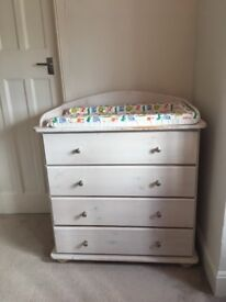 Changing table/chest of drawers