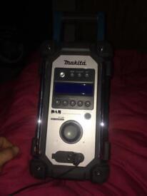 Mikita dan radio
