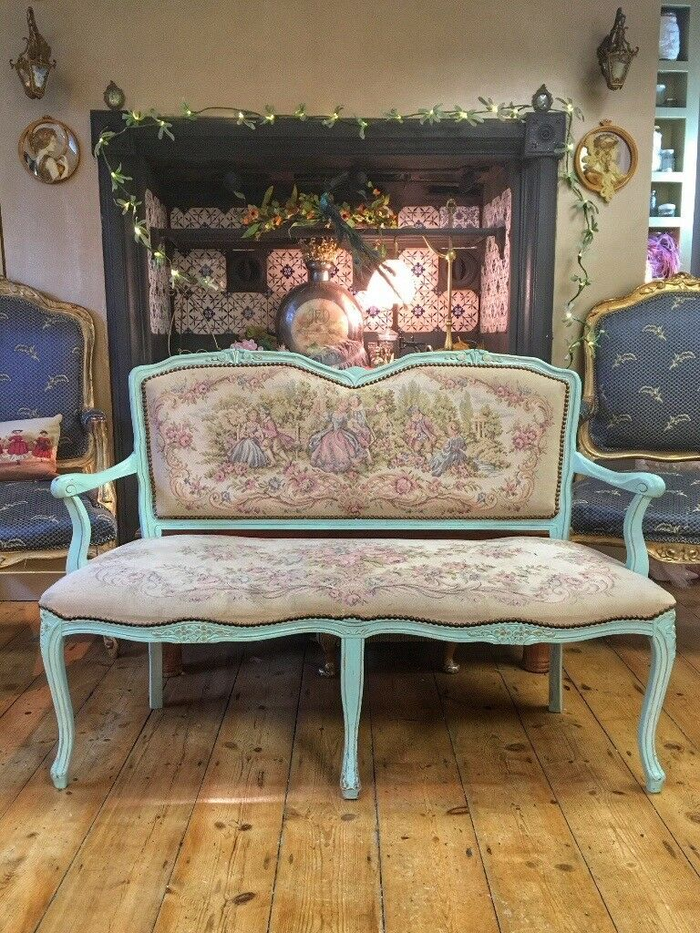 Pretty vintage wooden framed settle bench sofa with tapestry upholstery excellent condition