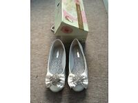 Flat wedding shoes with box