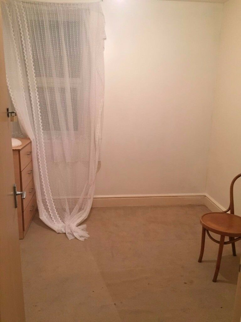Room near Crystal Palace & Selhurst trains stations available to rent. Call 07803558055 today!