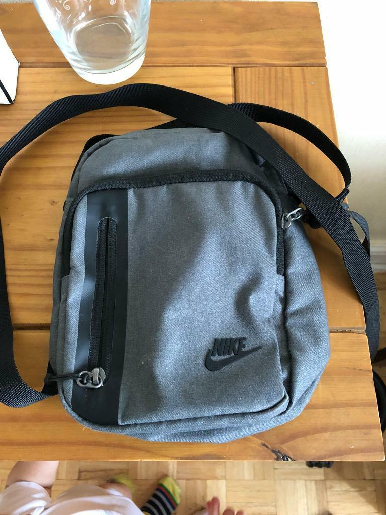 f35ad9ca80 Nike Core Small Items 3.0 Bag