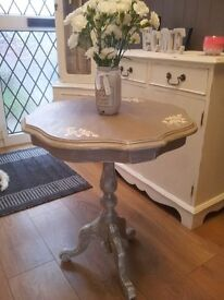 SHABBY CHIC OCCASIONAL / SIDE TABLE